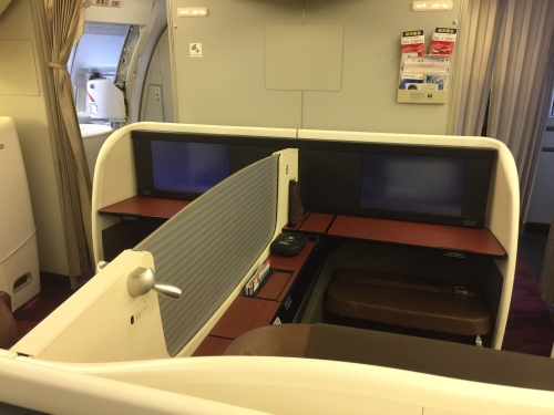JAL - Japan Airlines - B77W - First Class Cabin - Seat